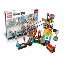 Конструктор Lepin 19004 Разгром Свинограда, копия Lego 75824 Angry Birds - Злые птички